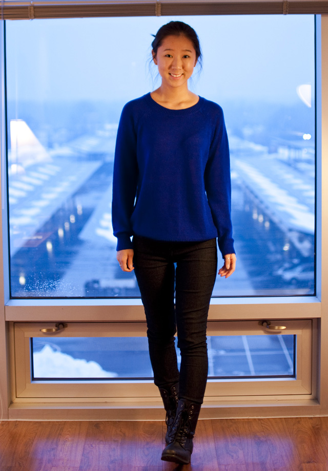 casual wear, rainy day outfit, outfit of the day, ootd, royal blue, royal blue sweater, black denim, combat boots, forever 21 sweater, hm jeans
