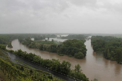 Flooded confluence of the Vraňansko-hořínskí plavební kanál, the Elbe and the Vltava