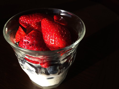 yoghurt with strawberries and blueberries