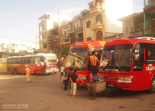 The bus from Cat Ba dropped us off at Hai Phong. I switched to the bus going to Hanoi.