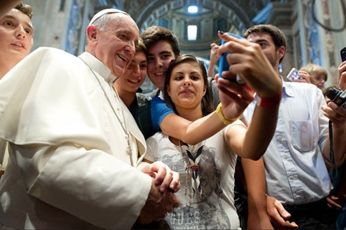 funny-Pope-Francis-selfie1