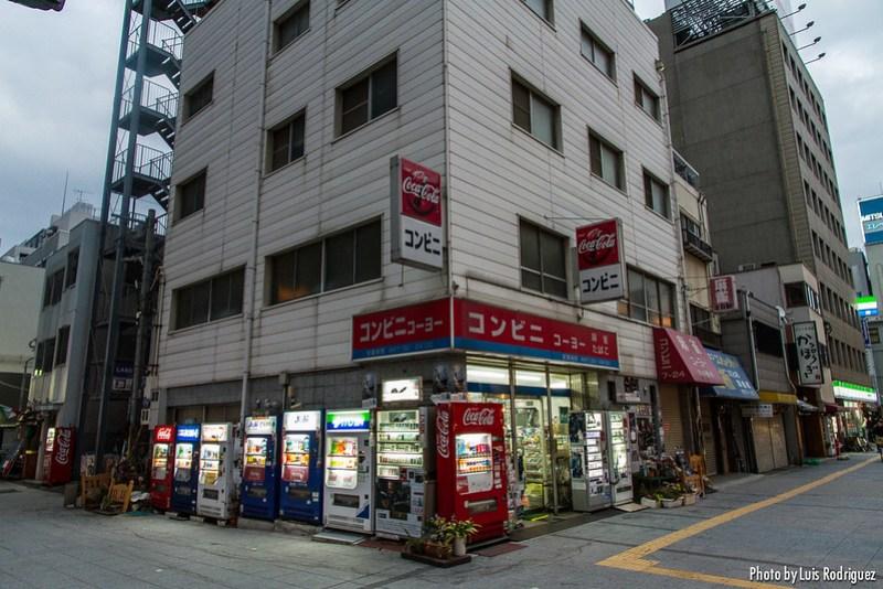 Konbini cerca de la estación de Osaka
