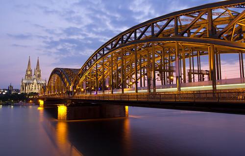 Hohenzollernbrücke in der Dämmerung