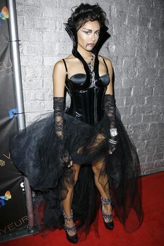 Katerina Graham,標準的女吸血鬼.jpg