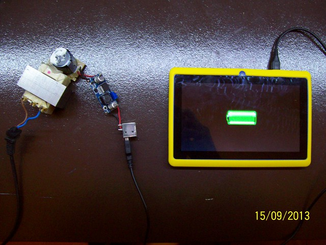 El carregador funciona i la tablet està a punt per jugar!