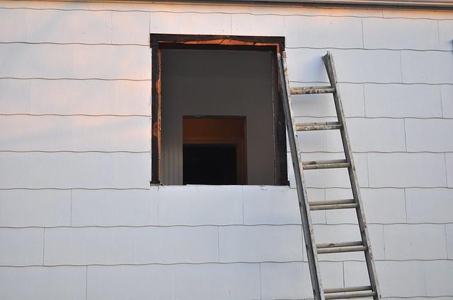 2012-02-22 Bathroom window 04