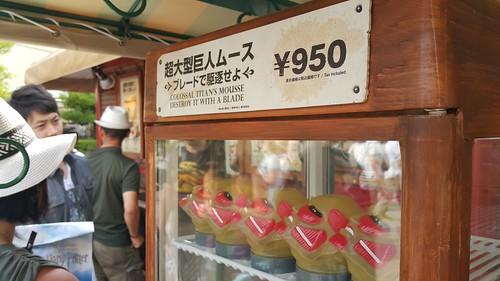 ของกินที่นี่ คือ แนวมาก เป็นรูปหัวไททัน ให้เราใช้ช้อนรูปดาบปาดกิน