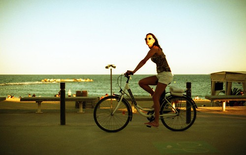 Barcelona riding Girl by esquimo_2ooo