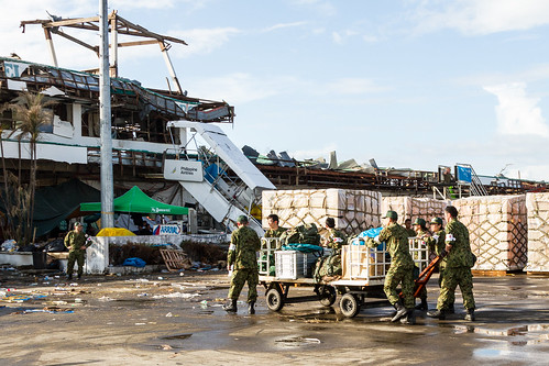 JSDF move goods in Tacloban Airport