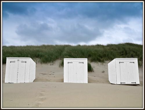 Strandhuisjes op het strand van Domburg (30-07-2013).