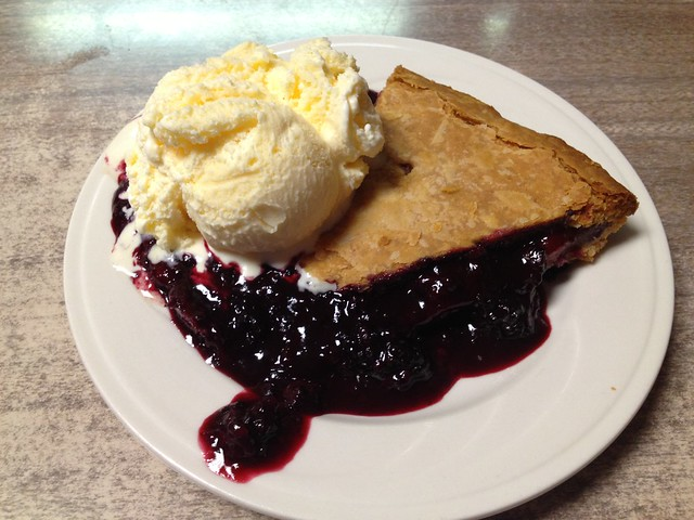 Olallieberry pie - Duarte's Tavern