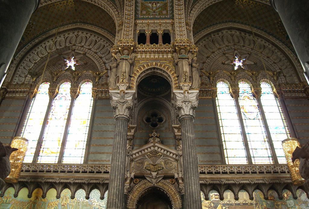 Dans  la basilique Notre-Dame de Fourvière