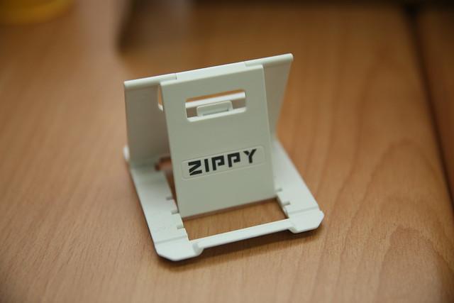 [2013 台灣鍵盤趴] ZIPPY 手機立架開箱 @3C 達人廖阿輝