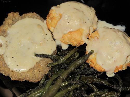 Country-fried steak with bicuits and green beans by Coyoty