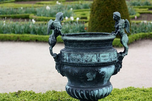 Versailles Gardens Little angels on garden urn