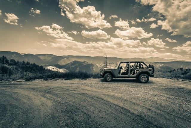 29/52/Portrait - Jeep meets Rock(y Mountain National Park)