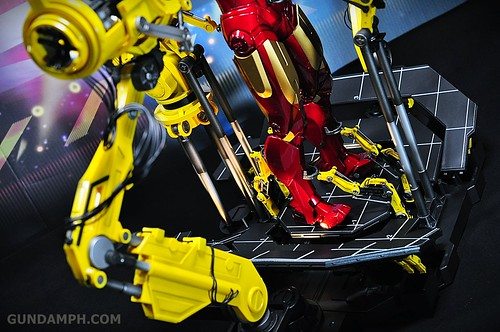 Hot Toys Iron Man 2 - Suit-Up Gantry with Mk IV Review MMS160 Unboxing - day3 (50)