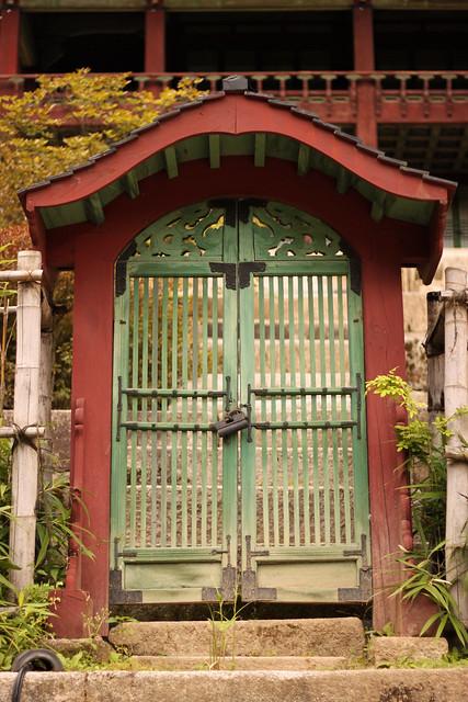 Palace mini-gates