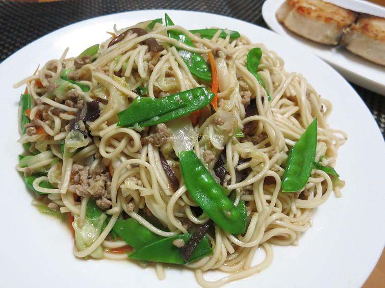 蒜香肉醬炒麵