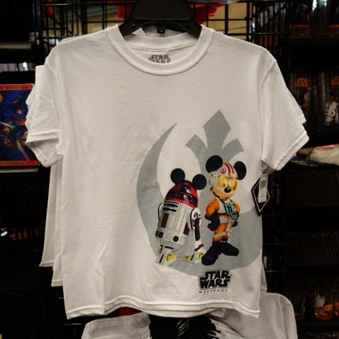 キッズのTシャツ。