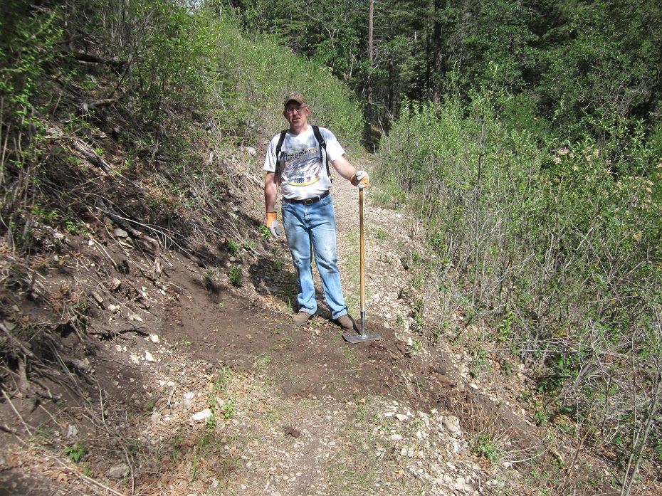 New Mexico Rails-to-Trails volunteer on the Switchback trail