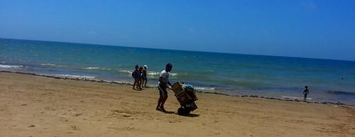 Vendedor ambulante Playa Victoria