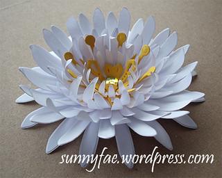 https://sunnyfae.wordpress.com/2013/09/21/paper-flowers/