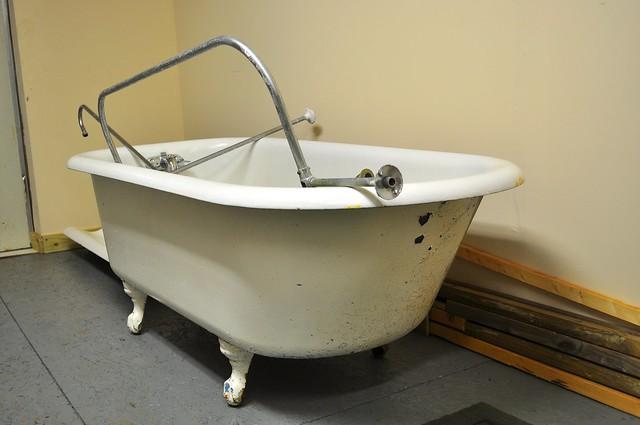 2012-01-09 Clawfoot bathtub strip and prep 01