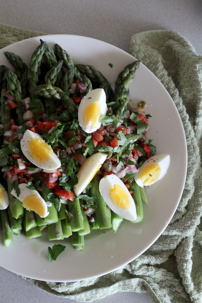 catalan asparagus with salsa vinagreta