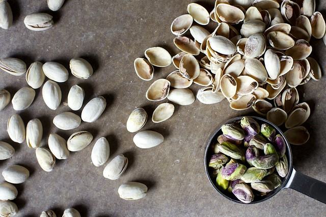 salted pistachios, shelling and shelling