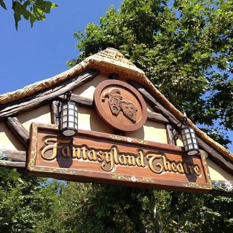 Mickey and the Magical Map,初回は11:30頃に開場とのこと。開演は11:45。結構ギリギリにあけるのね。