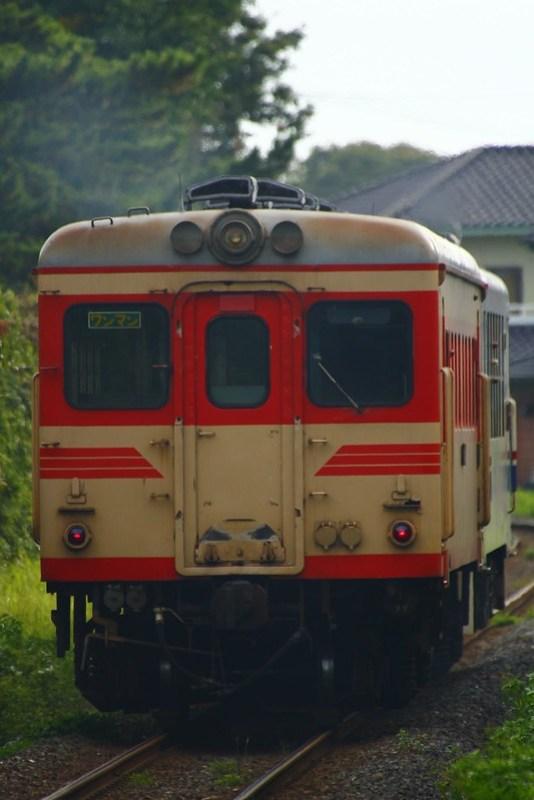 キハ37100-03+キハ2005 殿山出発