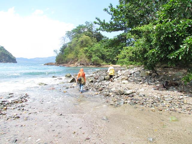 Pantai Batu ke Teluk Hijau