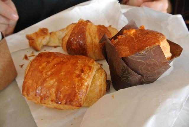 Pain au chocolat, brioche, croissant