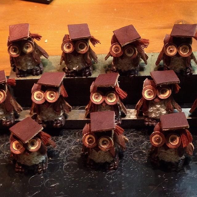 今日は県内中学校の卒業式でした。フクロウちゃん達にも証書授与しなくちゃ!久しぶりの新作ですがデビュー出来たらいいな(^^;;