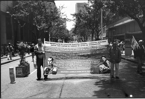 Una marcha en paz, con mensajes nacionalistas y anti-imperialistas by Felipe Cardenas-Tamara