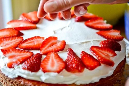 Strawberry-Swirl Cake-11