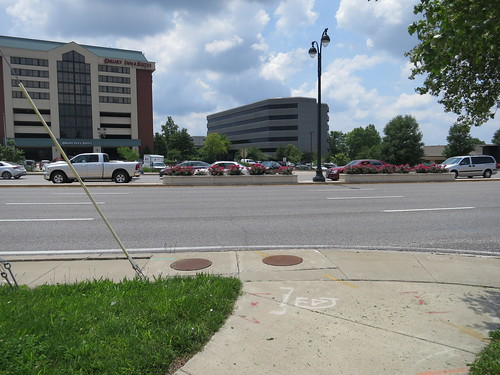 Olive Blvd's 8-10 lanes in Downtown Creve Coeur