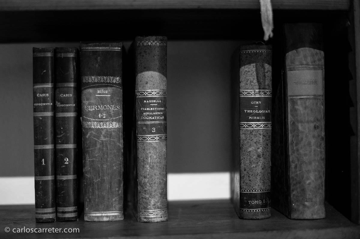 Pequeña biblioteca en celda