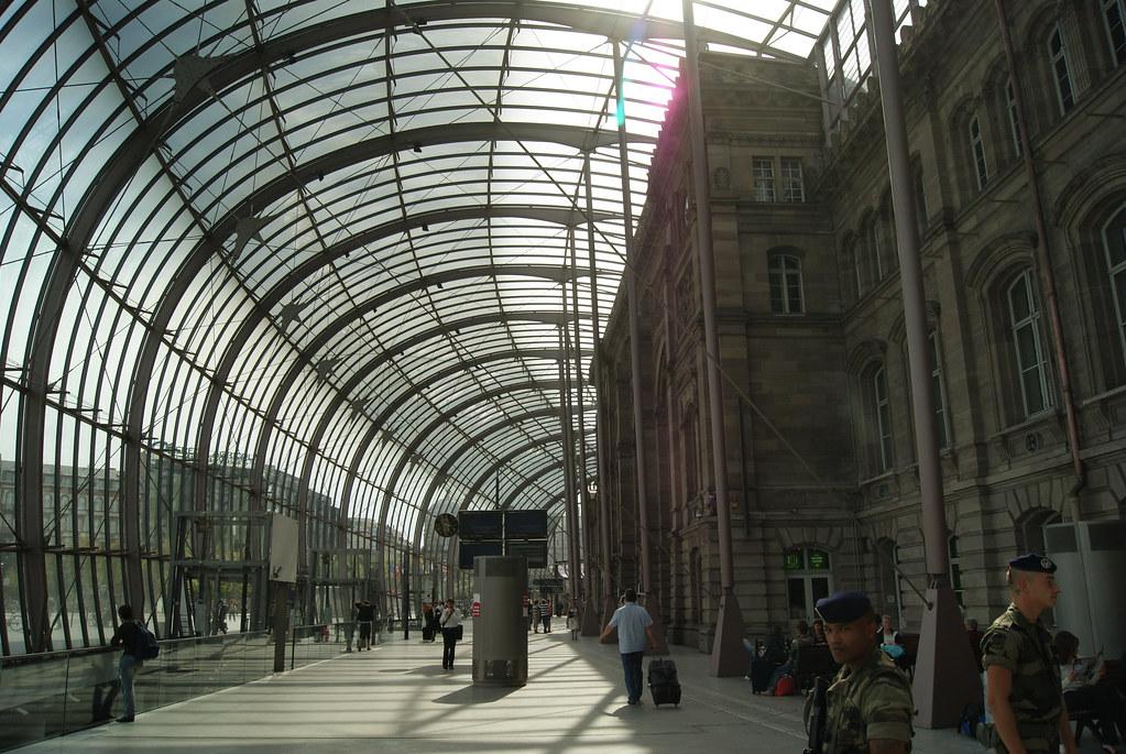 Sous la verrière de la gare centrale de Strasbourg