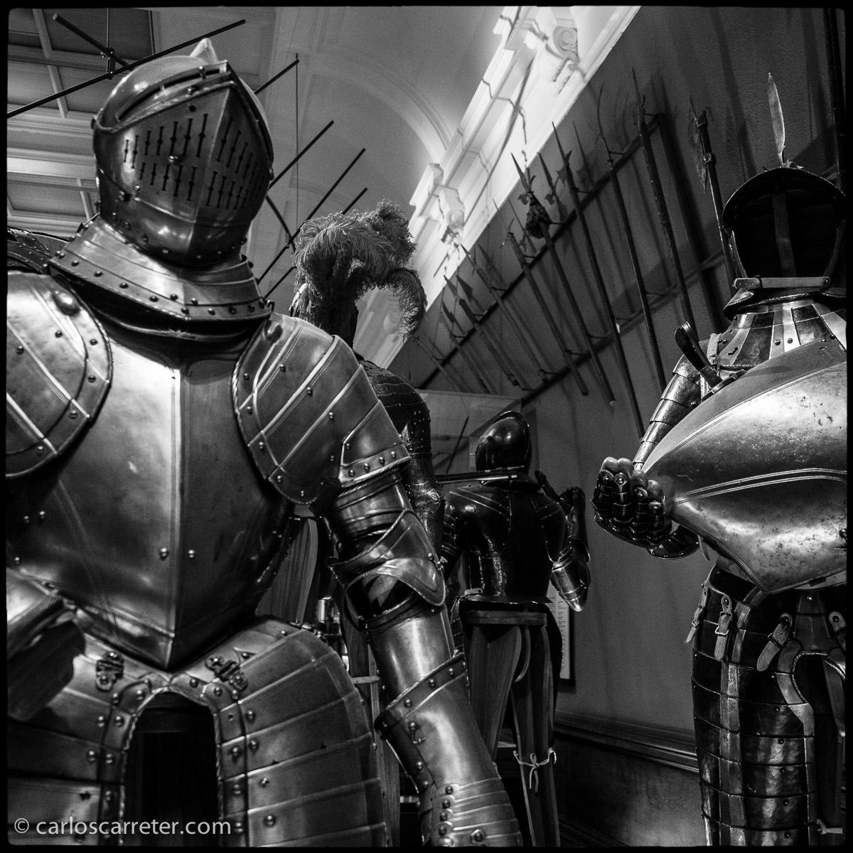 Armaduras medievales en el Kelvingrove Art Gallery & Museum