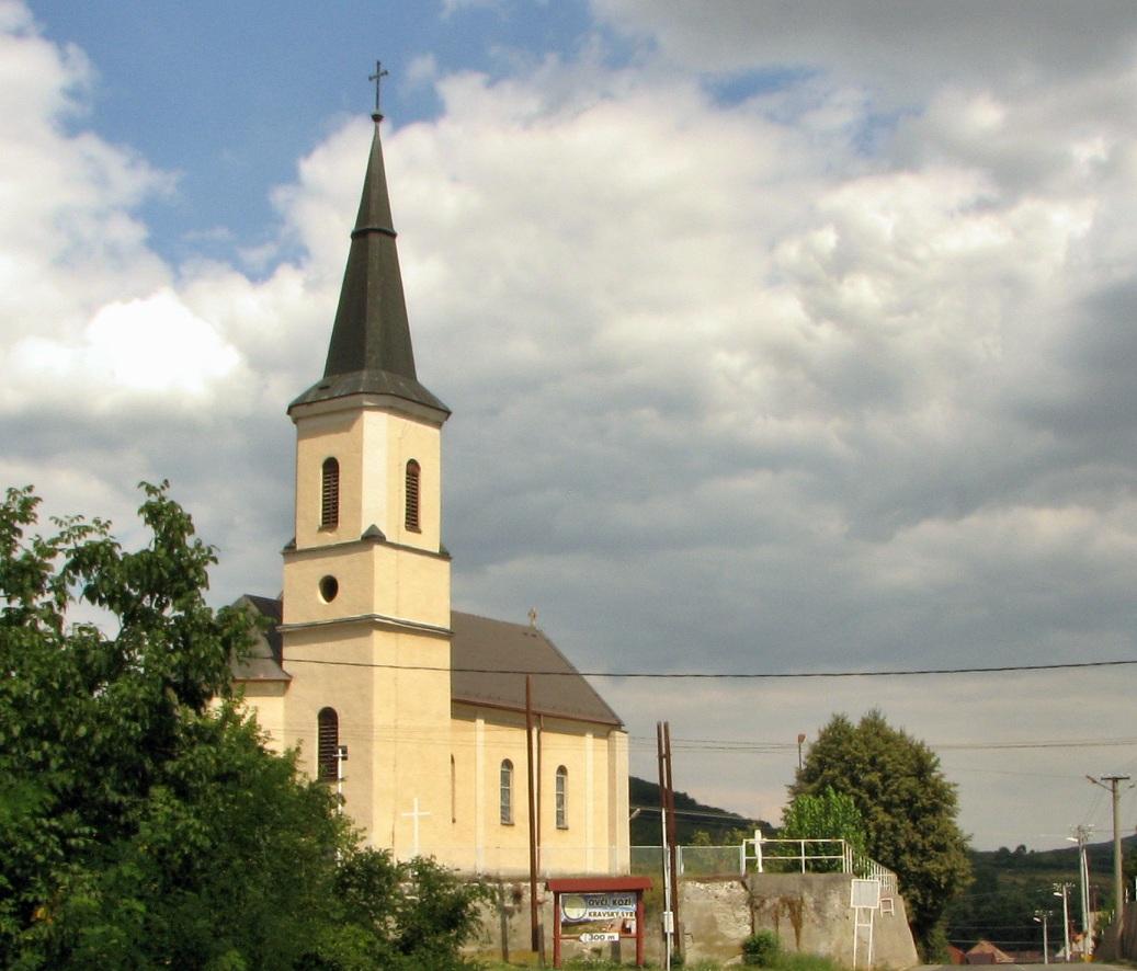 Kostol sv. Martina - celkový pohľad od cesty
