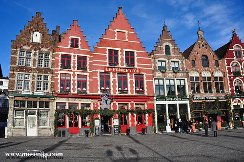 Cases de colors a Grote Markt, la plaça de Brugges