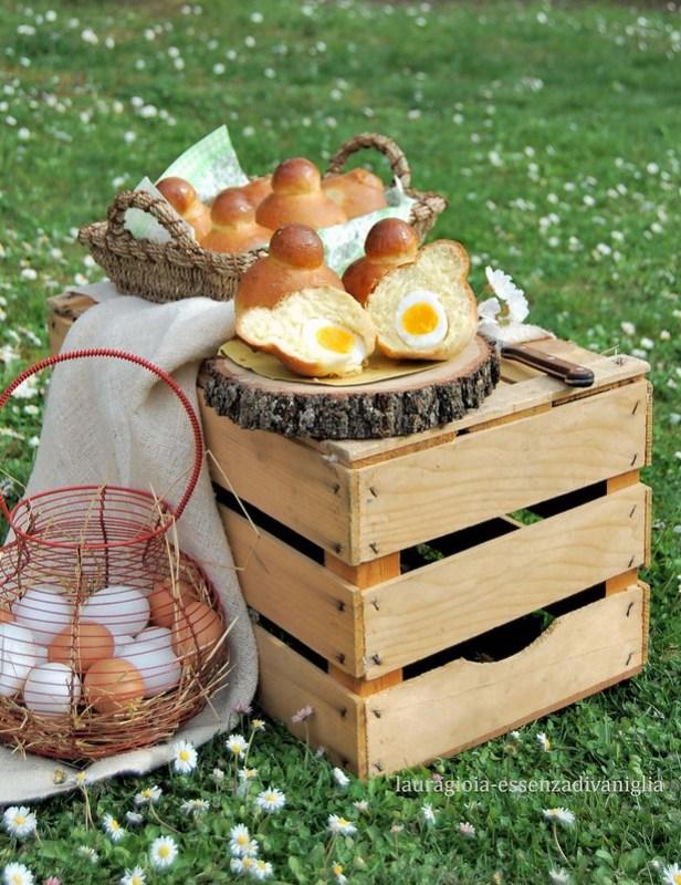 Brioche al formaggio con sorpresa di uovo