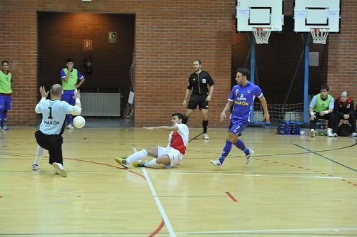 El fútbol sala es una de las actividades deportivas más practicadas en el pabellón municipal. Foto Pedro Merino
