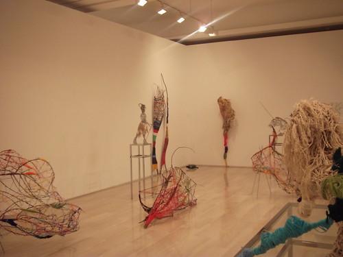 varias figuras de la exposición