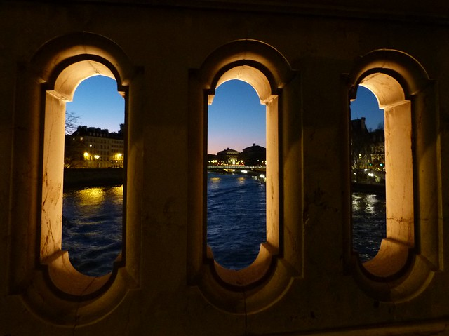 Night Seine Through the Bridge