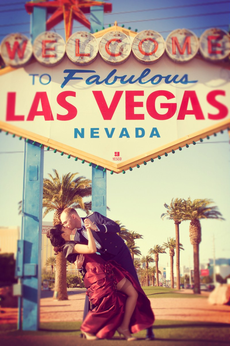 Love under the Vegas sign.