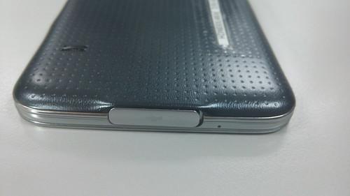 Samsung Galaxy S5 ด้านล่าง