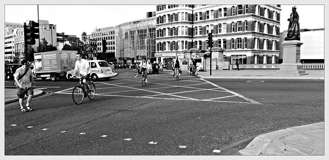 cyclist crossing on red light